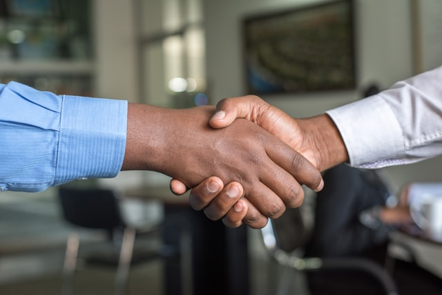 Two hand in a handshake.